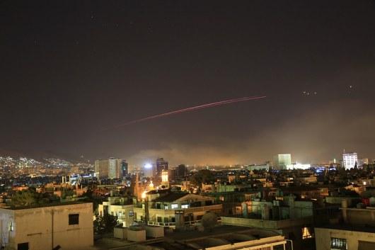 Сирийцы вышли наулицы Дамаска вподдержку Асада